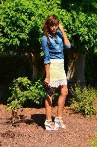 look-falda-encaje-amarilla-villa-denim-pvc-zapatos-_0702